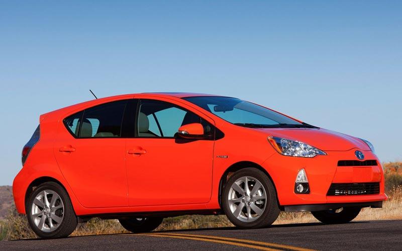 Фото Toyota Prius C