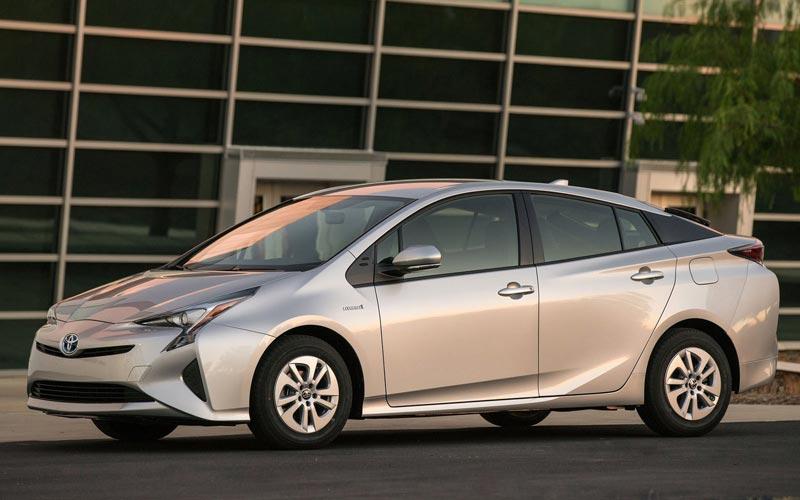 Фото Toyota Prius