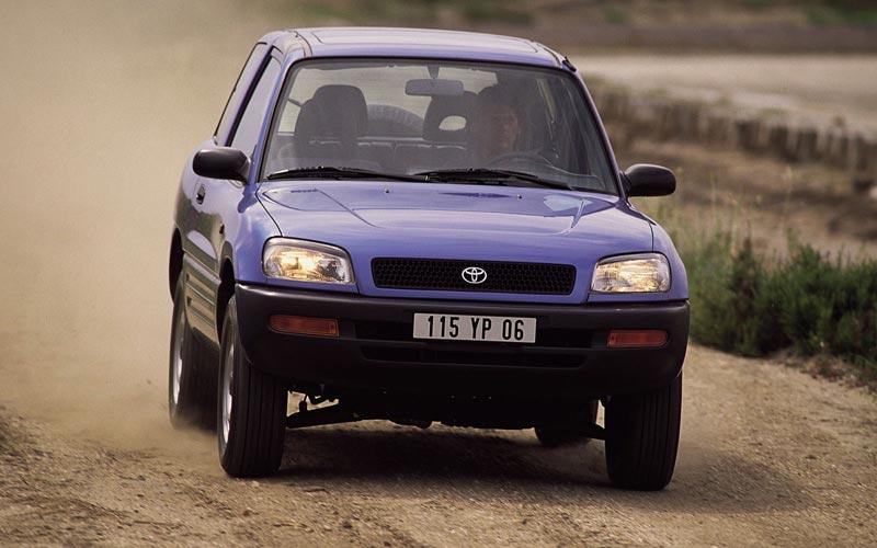 Фото Toyota RAV4 3-Door  (1994-1999)