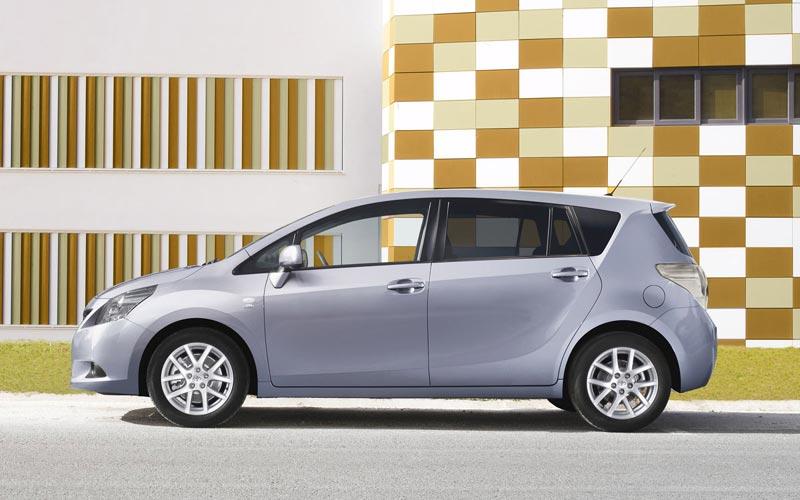 Фото Тойота Версо  (2009-2012)