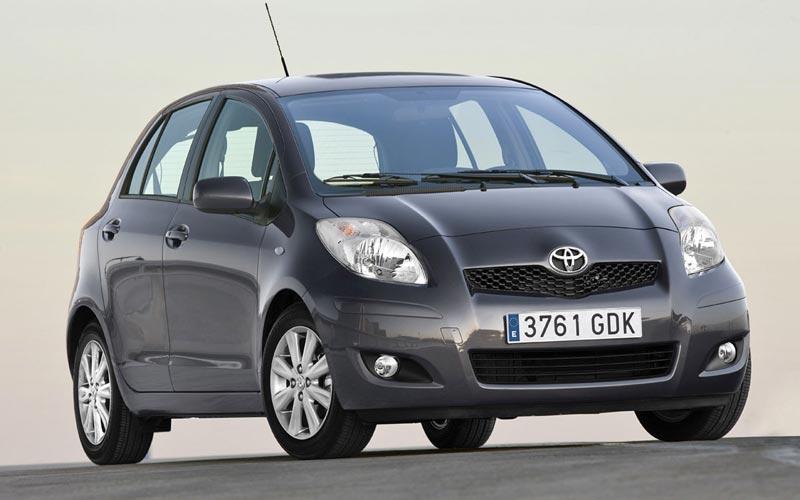 Фото Toyota Yaris  (2009-2011)