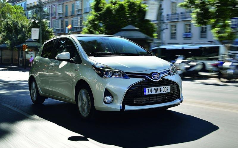 Фото Toyota Yaris  (2014-2017)