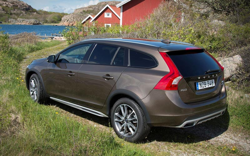 Фото Volvo V60 Cross Country