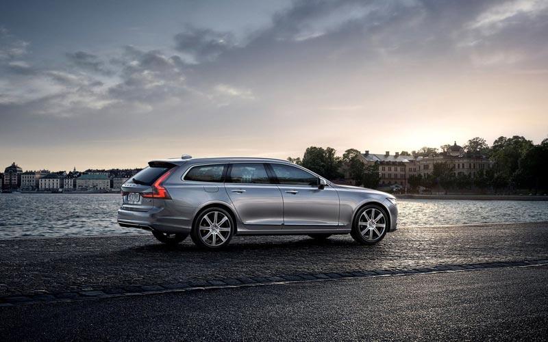 Фото Volvo V90
