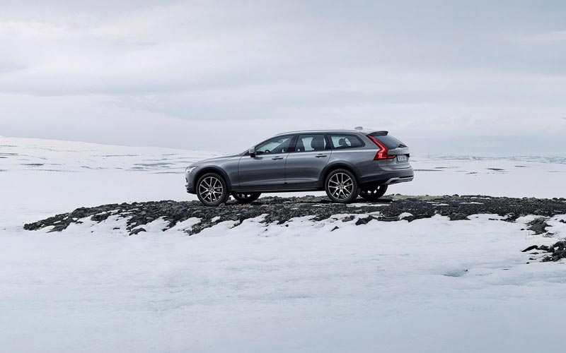 Фото Volvo V90 Cross Country