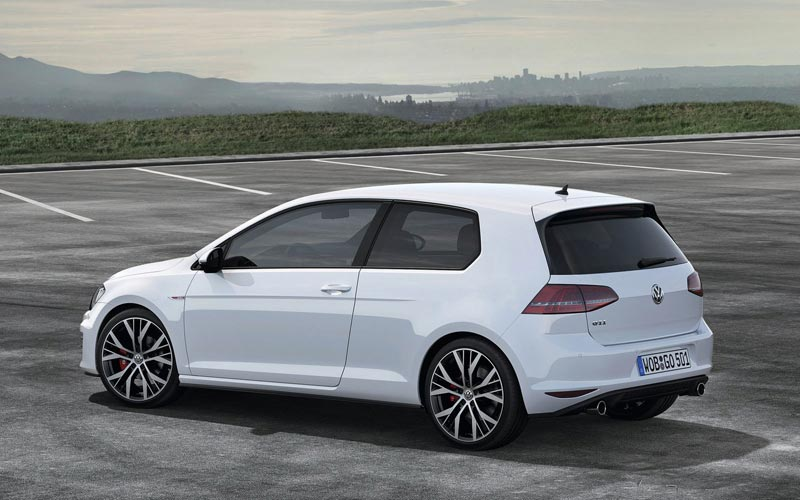 Фото Volkswagen Golf GTI 3-Door