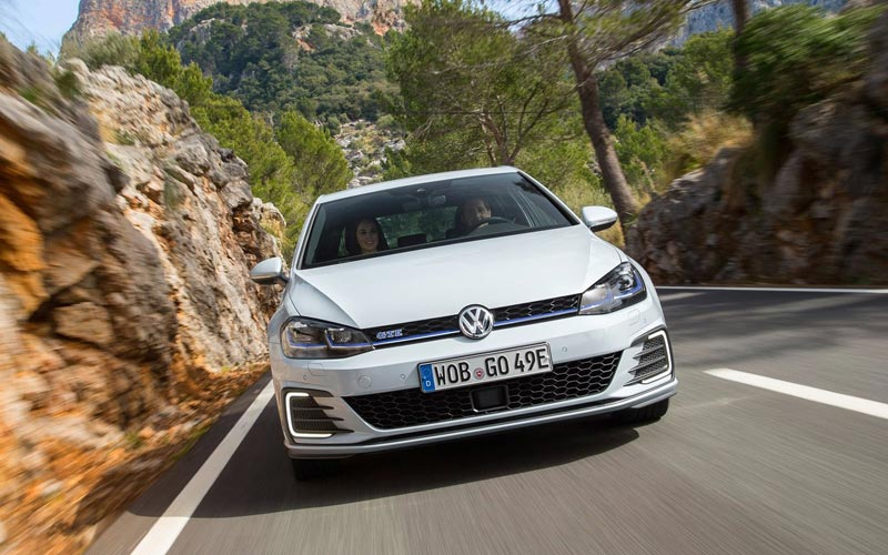 Фото Volkswagen Golf GTE
