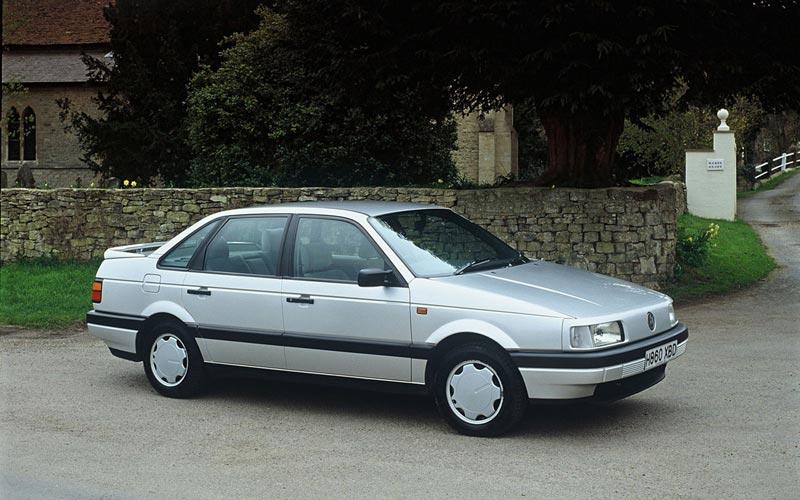 Фото Volkswagen Passat  (1988-1993)