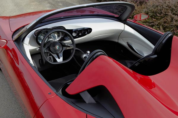 Интерьер салона Alfa Romeo 2uettottanta Concept