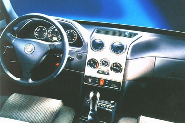 Интерьер салона Alfa Romeo 146
