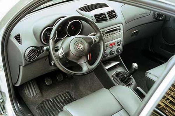 Интерьер салона Alfa Romeo 147