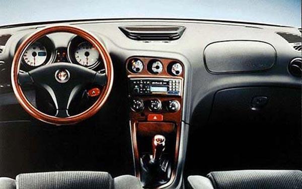 Интерьер салона Alfa Romeo 156