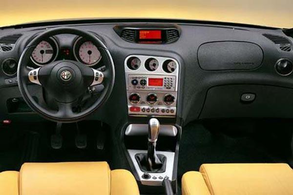 Интерьер салона Alfa Romeo 156 GTA