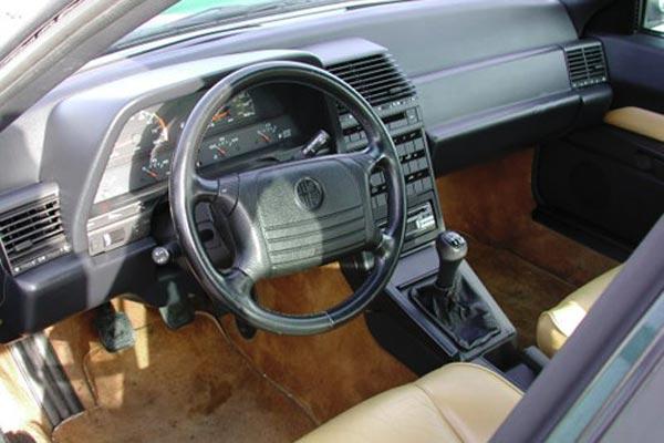 Интерьер салона Alfa Romeo 164
