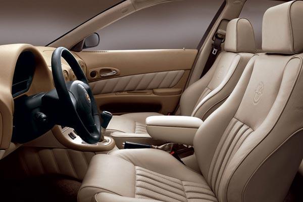 Интерьер салона Alfa Romeo 166