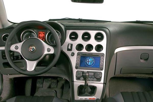 Интерьер салона Alfa Romeo Brera