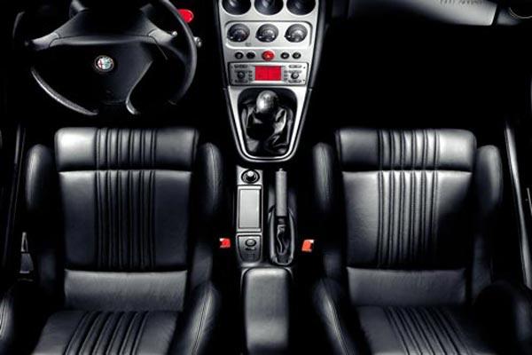 Интерьер салона Alfa Romeo GTV