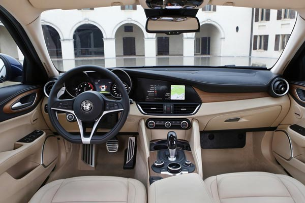 Интерьер салона Alfa Romeo Giulia