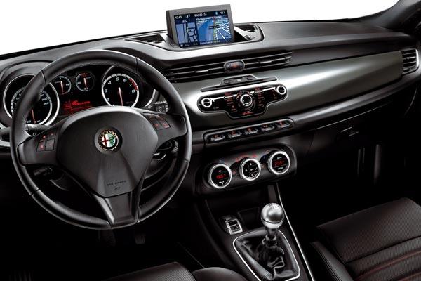 Интерьер салона Alfa Romeo Giulietta