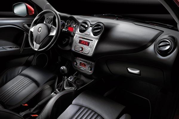 Интерьер салона Alfa Romeo Mi.To