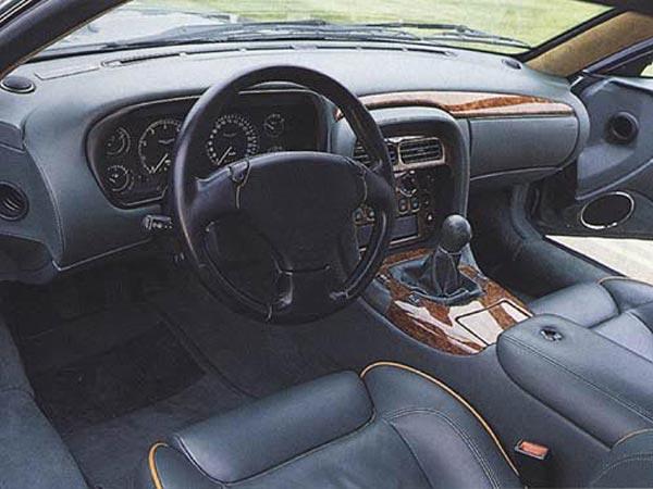 Интерьер салона Aston Martin DB7 Vantage