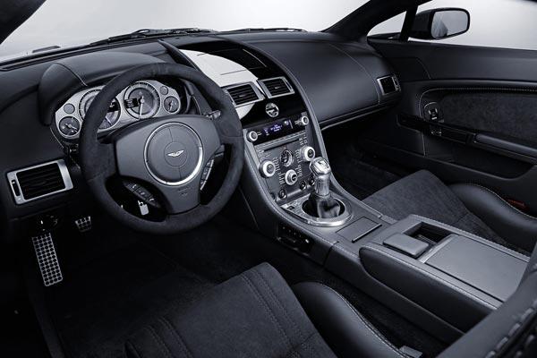 Интерьер салона Aston Martin V12 Vantage