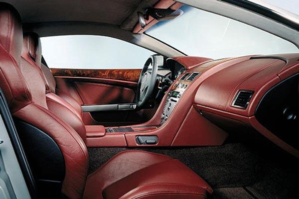 Интерьер салона Aston Martin DB9