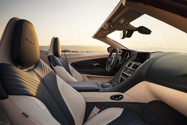 Интерьер салона Aston Martin DB11 Volante