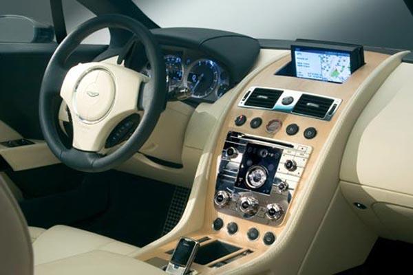 Интерьер салона Aston Martin Rapide Concept
