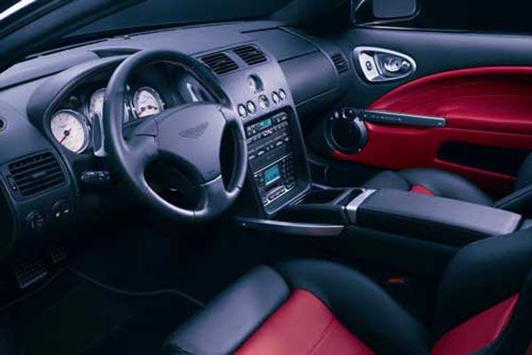 Интерьер салона Aston Martin V12 Vanquish S
