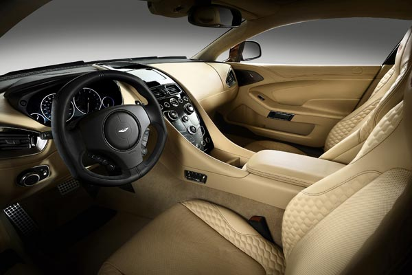 Интерьер салона Aston Martin V12 Vanquish