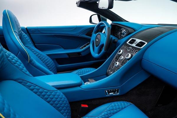 Интерьер салона Aston Martin V12 Vanquish Volante
