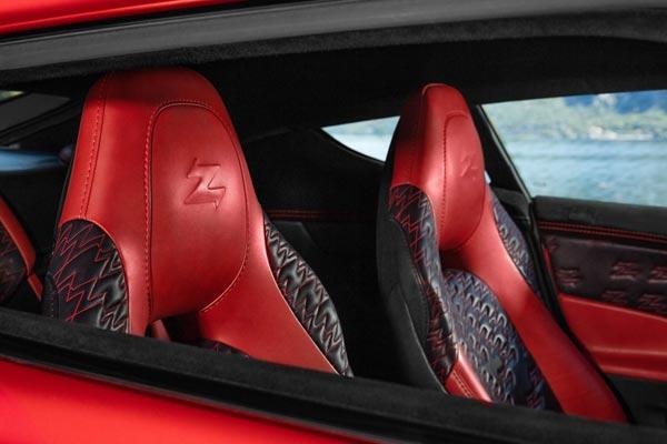 Интерьер салона Aston Martin Vanquish Zagato