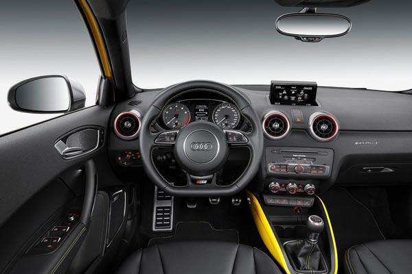 Интерьер салона Audi S1 Sportback