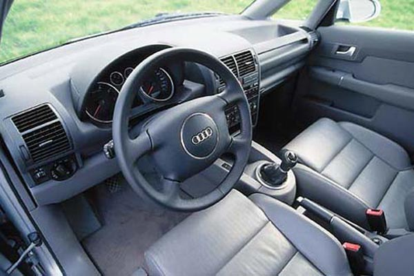 Интерьер салона Audi A2