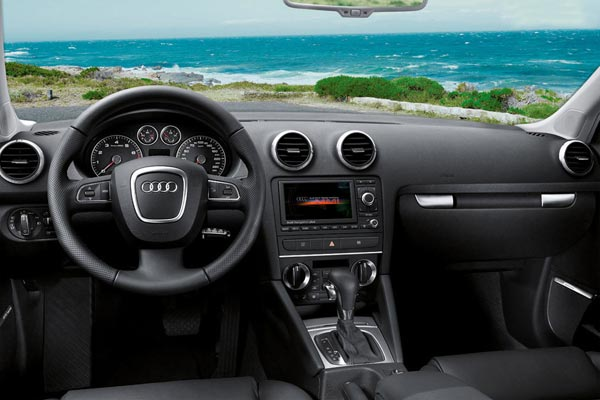 Интерьер салона Audi A3