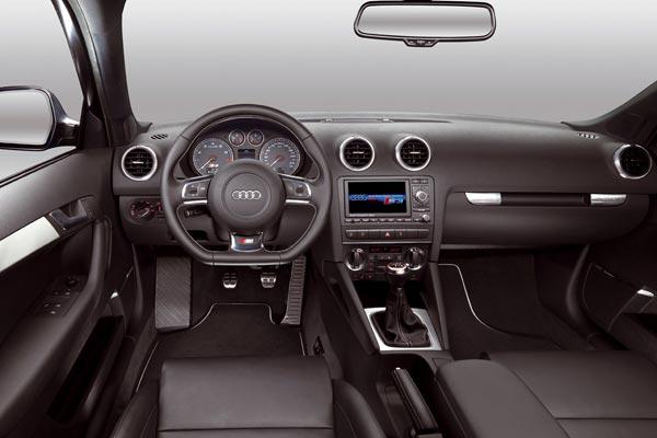 Интерьер салона Audi S3