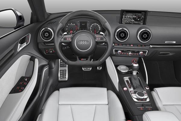 Интерьер салона Audi RS3 Sportback