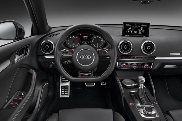 Интерьер салона Audi S3 Sportback