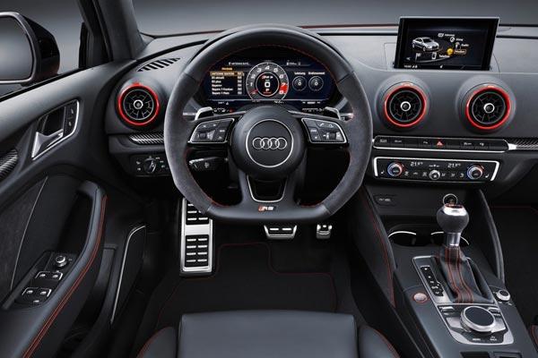 Интерьер салона Audi RS3 Sedan