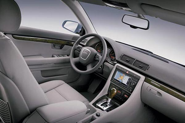 Интерьер салона Audi A4 Avant