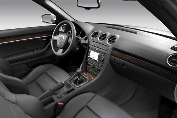 Интерьер салона Audi A4 Cabrio