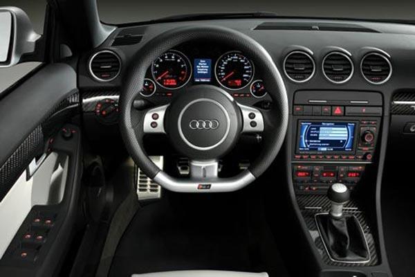 Интерьер салона Audi RS4 Cabrio