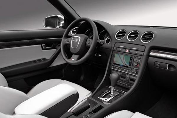 Интерьер салона Audi S4 Cabrio