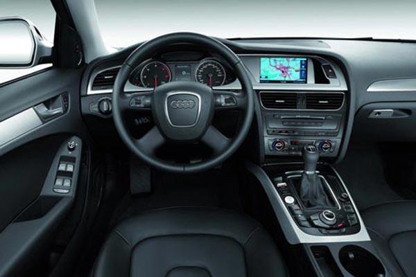 Интерьер салона Audi A4