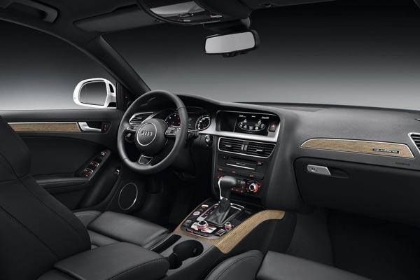 Интерьер салона Audi A4 Allroad