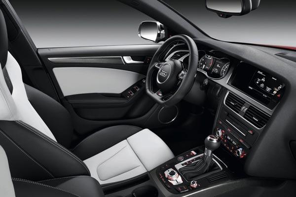 Интерьер салона Audi S4