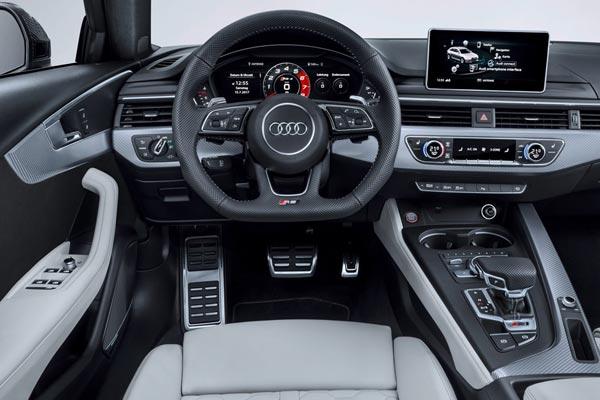 Интерьер салона Audi RS4 Avant