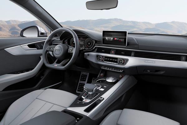 Интерьер салона Audi S4 Avant