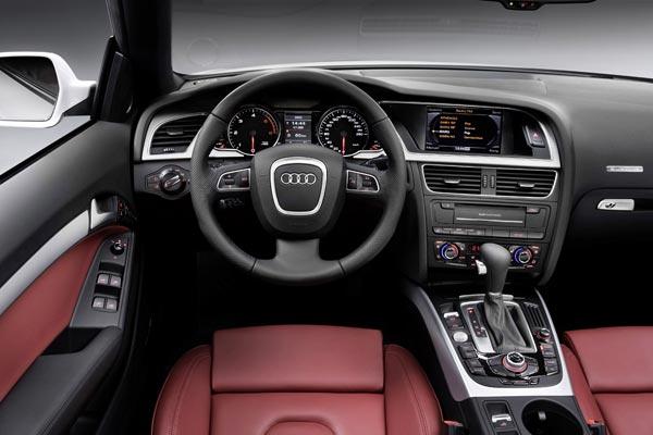 Интерьер салона Audi A5 Cabrio